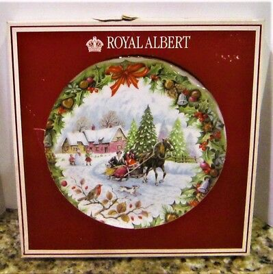 1993 Royal Albert England F. F. Errill Bone China Christmas Sleighride Plate