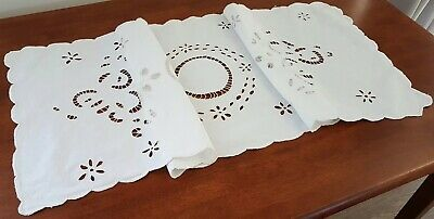 Vintage 60s WHITE FLORAL Cut Out EMBROIDERED Shabby Chic TABLE CENTRE RUNNER