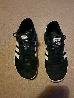 BOYS ADIDAS ORIGINAL trainers size UK 3 in used condition - £5.99 ... d4a5873bc