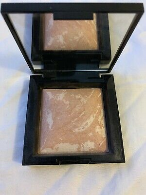 BAREMINERALS Invisible Glow™ Powder Highlighter - Fair To Light