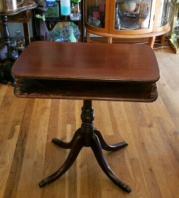 Antique Mahogany Parlor Accent Lamp Table Made By The Brandt