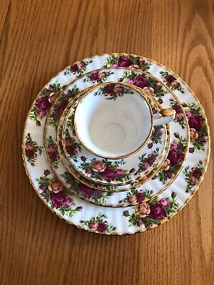 ROYAL ALBERT china OLD COUNTRY ROSES 1962 5-piece Place Setting. Made In England
