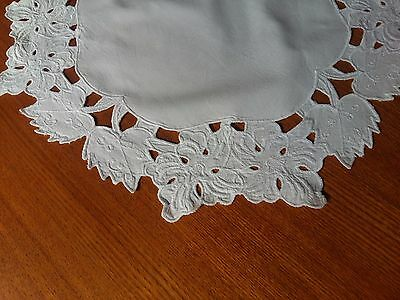 ANTIQUE Vintage SET of 2 parts Cutwork Embroidery Round Placemats White Flowers