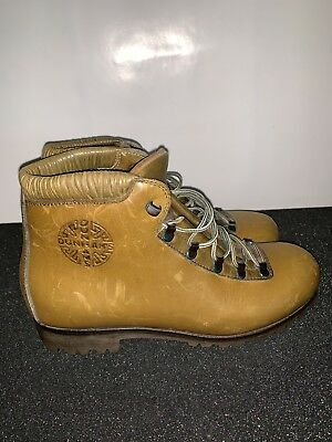 4fff8891990f Vintage Dunham Leather Hiking Boots Women s size 6 - 6.5  Brown Trail Shoes