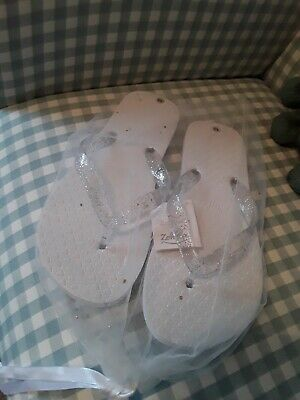 63ea01bda ZOHULA WHITE FLIP Flops Size Medium 5-6 with bag - £0.99