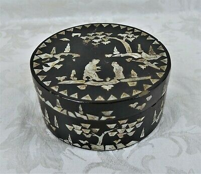 ANTIQUE CHINESE LACQUER BOx MOTHER OF PEARL INLAY CIRCA 1900