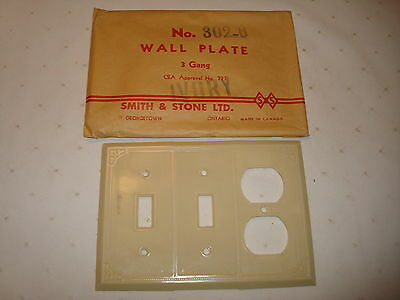 Vintage Smith & Stone Bakelite 3 Gang Ivory Ribbed Combo  Wall Plate Nos 302 - 6