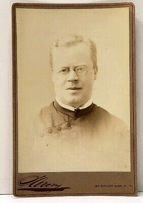 Victorian Religious Priest or Clergy by Sarony of NY Antique Cabinet Photo