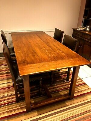 Beautiful Oak Dining Table (Brights of Nettlebed)