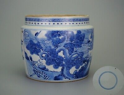 A Beautiful Chinese Blue and White Porcelain Vase Pot Jar