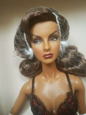 Modepuppe Fashion Royalty Vamp Agnes Von Weiss Close-up Doll NRFB