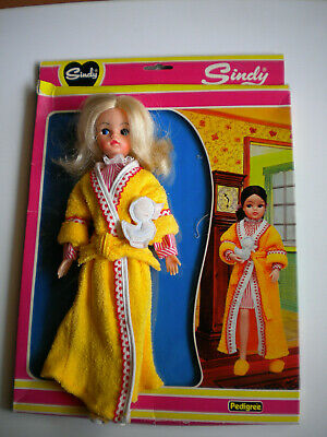 SINDY active doll in WARM AND COSY complete+packet-Pedigree 1982