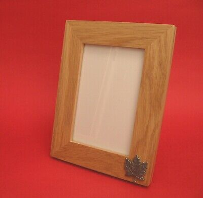 Maple Leaf Motif on Real Oak 6 x 4 Portrait Photo Picture Frame Canadian Gift