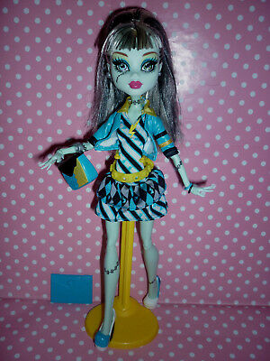 "Monster High ""Picture Day"" Frankie Stein Doll includes Accessories"