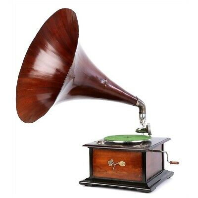 Antique Spanish Serrano y Arpí Gramophone Model 3. Barcelona, Spain, 1920