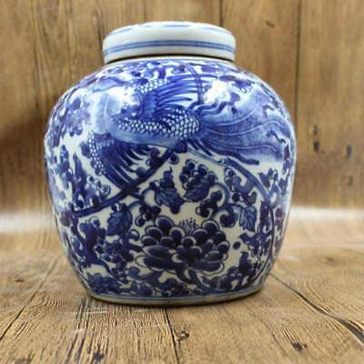 antique      Phoenix patterns of blue and white porcelain jar in ancient China.