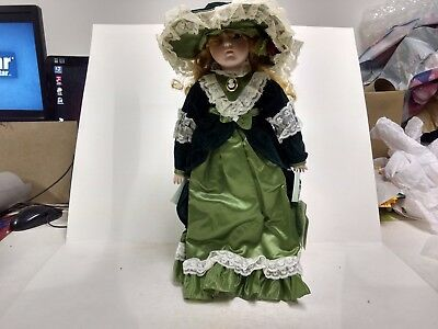 A Dynasty Doll Victoria Porcelain With Stand Vintage Green Vintage Gorgeous d235