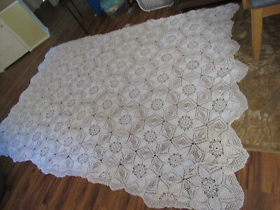 "ANTIQUE HAND CROCHETED WHITE OFF WHITE BEDSPREAD  BEAUTIFUL 120"" x 80"""
