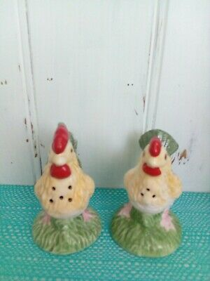Rooster and hen Salt And Pepper Shakers.