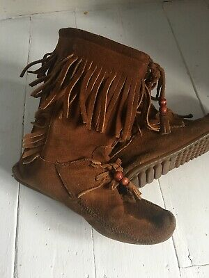 Minnetonka US Moccasin boots, Tan Colour 100% real suede. Festival Style Uk 6