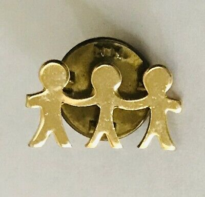 Holding Hands Together Teamwork Small Gold Style Pin Badge Rare Vintage (J12)