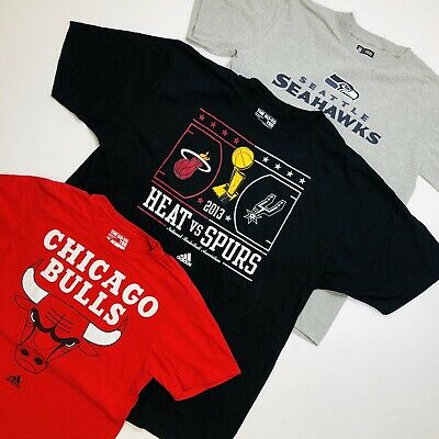 30 x USA PRINTED TEES / T-SHIRTS - NFL, COLLAGE, SCHOOL - BULK VINTAGE WHOLESALE