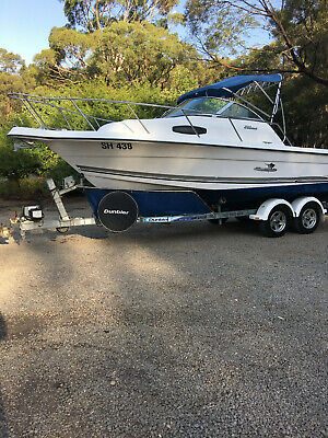 Half cab offshore fishing boat Wellcraft 22 Trophy
