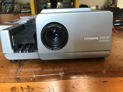 Liesegang slide projector and portable screen with tripod, excellent condition