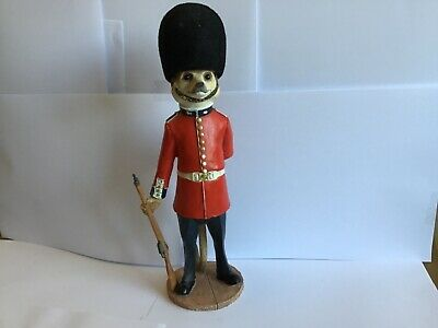 Super Country Artists Magnificent Meerkats James The Guardsman Figure
