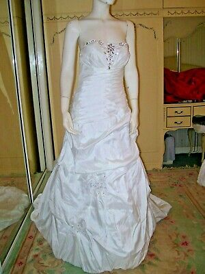 Lovely 36 Inch Bust White Diamonte & Sequins Wedding Dress With Train Not Worn