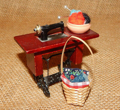 SINGER SEWING MACHINE WITH ACCESSORIES BASKET  1:12-1:18 SCALE NEW !