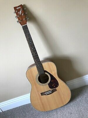 Yamaha f370 Acoustic Guitar including stand