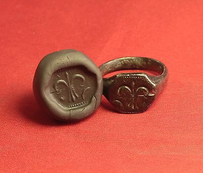 Big Medieval Bronze Knight's Seal Ring - 14. Century - Lily Sign!