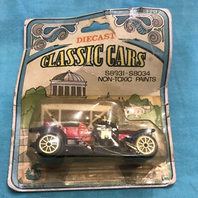 Set Of 2 Diecast Classic Cars Made In Hong Kong Red Green New