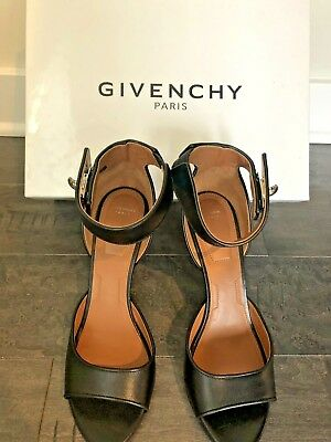 Givenchy Givenchy Shark Lock Sandals Heels Fur Black ref
