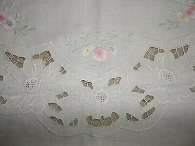 VTG 100% BUMWOLLE cotton LOVELY PASTEL EMBROIDERED FLOWERS on white CUTWORK TABL