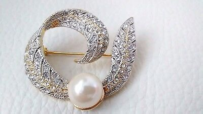 Elegant HIGH END Gold Plated Pave Crystal Pearl Ribbon Leaf Swirl Pin Brooch