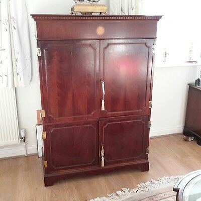 Mahogany T.v./storage Reproduction Cabinet
