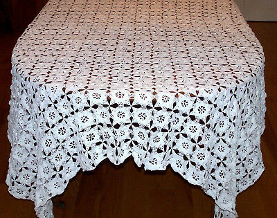 """SPECTACULAR VINTAGE WHITE CROCHETED TABLECLOTH, FABULOUS STAR DESIGN, 84"""" c1930"""