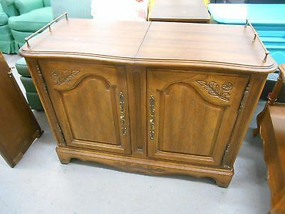Awesome Mid-Century Hickory Furniture Co. Rolling Buffet Server Bar w Brass Rail