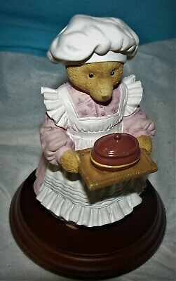 Mrs Bumble Rules over the kitchen, Department 56, Upstairs/Downstairs Bear Fig
