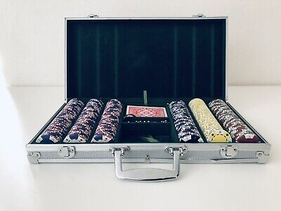 300 Clay Poker Chips Set 4 Color w Aluminum Carrying Case & Dice. Ecxellent