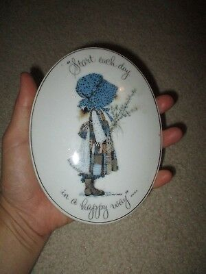 Vintage Holly Hobbie Porcelain Wall Hanging Plaque 6 x 4 1/2 inch Oval