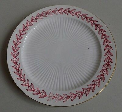 Sarreguemines. Assiette en porcelaine forme Empire décor laurier rouge