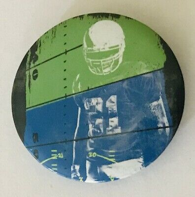NFL Football Player Sports Novelty Button Badge Pin Vintage (L44)
