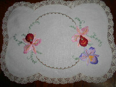 Large finely hand embroidered Vintage DOILY cream linen&fine crocheted edge 41cm