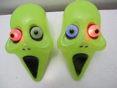 Halloween Decor - Hanging Heads Blinking Flashing Bulging Eyes Green Set of 2