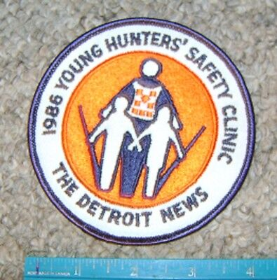1986 DETROIT MICHIGAN NEWS YOUNG HUNTERS SAFETY PATCH gun,hunting,patches,deer