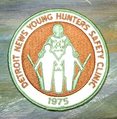 1975 DETROIT MICHIGAN NEWS YOUNG HUNTERS SAFETY PATCH gun,hunting,patches,deer