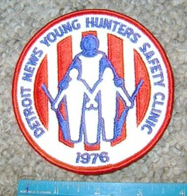 1976 DETROIT MICHIGAN NEWS YOUNG HUNTERS SAFETY PATCH gun,hunting,patches,deer
